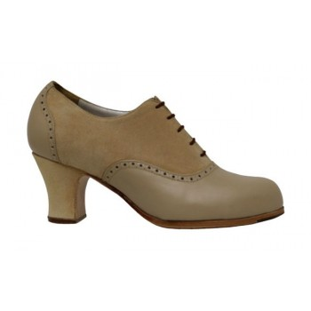 Professional flamenco dance shoe with suede and beige leather