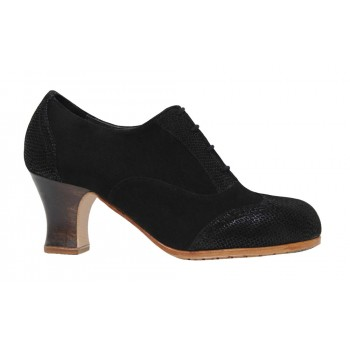Professional suede and black shoe with laces