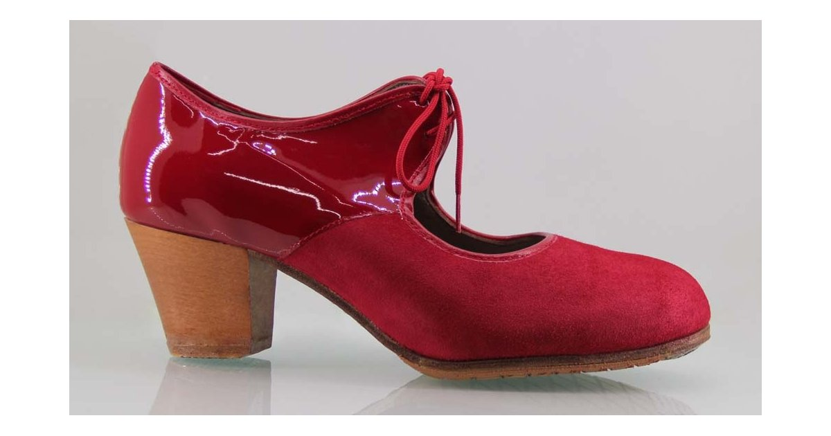 Professional flamenco dance shoe with suede and red patent leather with laces