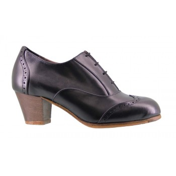 Professional black flamenco dance shoe with laces