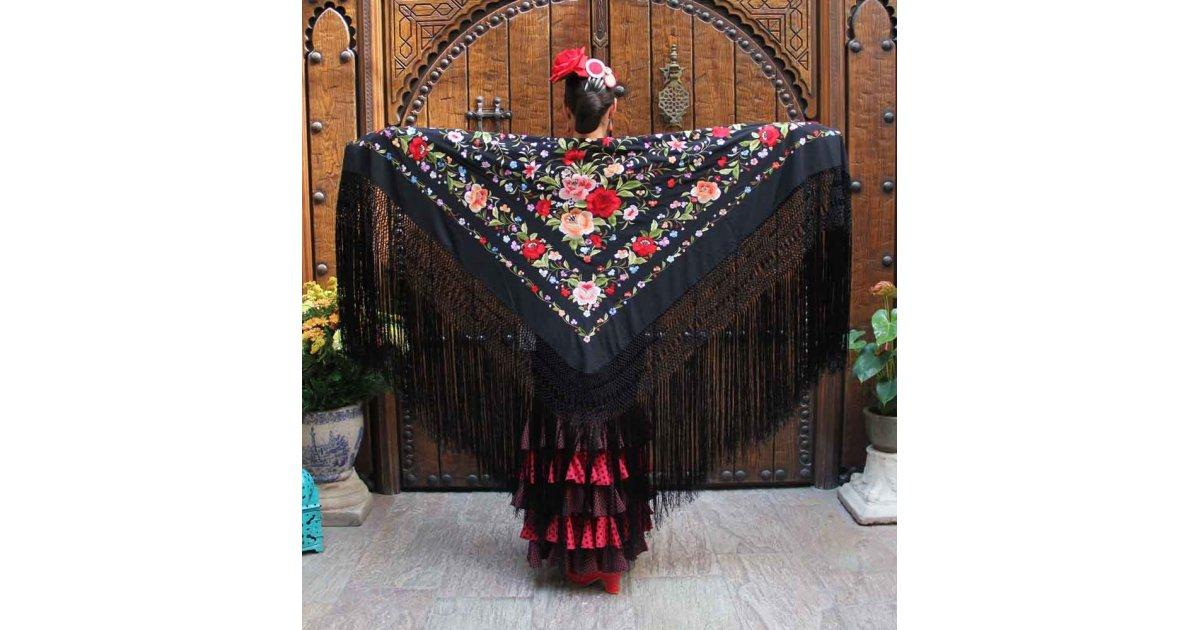 Mantón Negro Bordado a Mano 135 cm.
