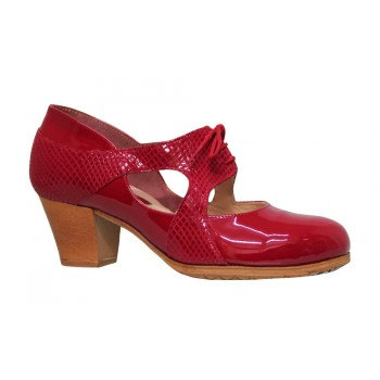 Professional flamenco dance shoe combined with red patent leather and fantasy