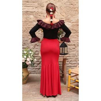 Jupe de danse flamenco rouge ajustée.