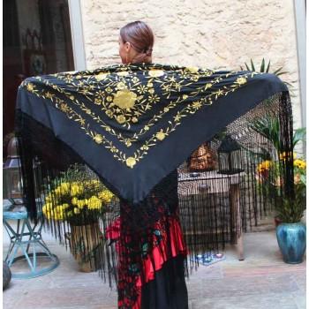 Mantón Negro Bordado a Mano Flores Oro y Flecos Negro 135 cm.