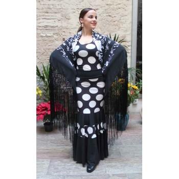 Mantón Negro Bordado a Mano Flores Blancas 135 cm.