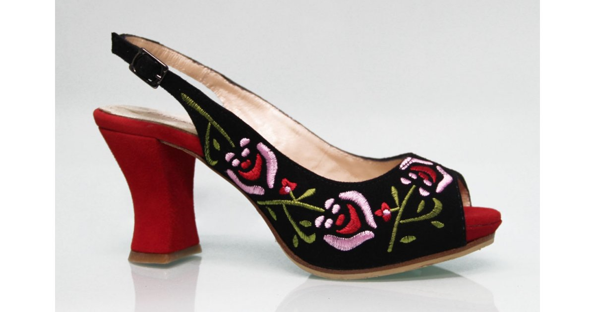 Zapato de Calle Ante Negro Bordado Multicolor
