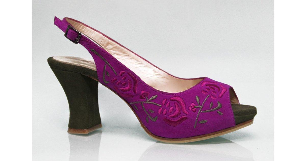 Chaussure de ville en daim à broderies fuchsia