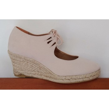 Esparto Beige Closed Shoe...